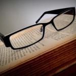 メガネ vs コンタクトレンズ それぞれのメリット・デメリットを検証する